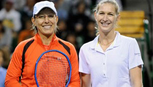 TENNIS-JAPAN-GRAF-NAVRATILOVA