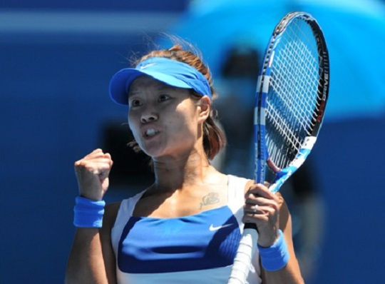 Melbourne 27th January 2010 Na LI (CHN) China's Li Na has pulled off a major upset, defeating No.6 seed Venus Williams 2-6 7-6 (7-4) 7-5 to reach the semi-finals of the Australian Open. Photo Ray Giubilo
